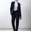 SHAE Tanaro damespantalon, met gestikte plooi, smalle pijp, elastische tailleband achterzijde, gulpsluiting, 2 paspelzakken aan voor- en achterzijde